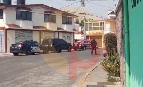 LOCALIZAN A HOMBRE MUERTO DENTRO DE AUTO EN METEPEC