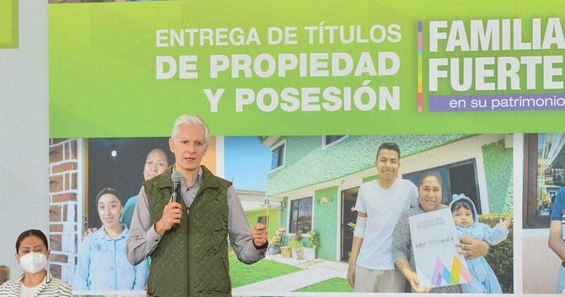 ENTREGA DEL MAZO MÁS DE MIL TÍTULOS DE PROPIEDAD