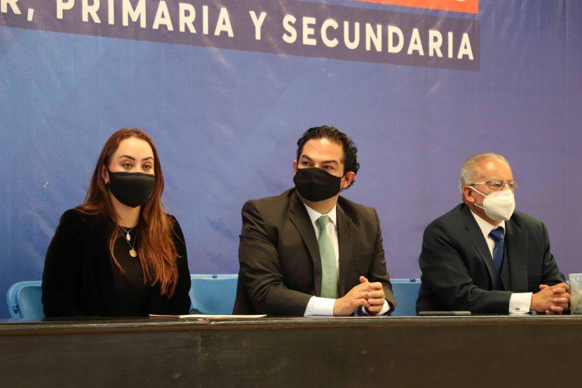 HUIXQUILUCAN ENTREGA KITS DE SANITIZACIÓN A ESTUDIANTES