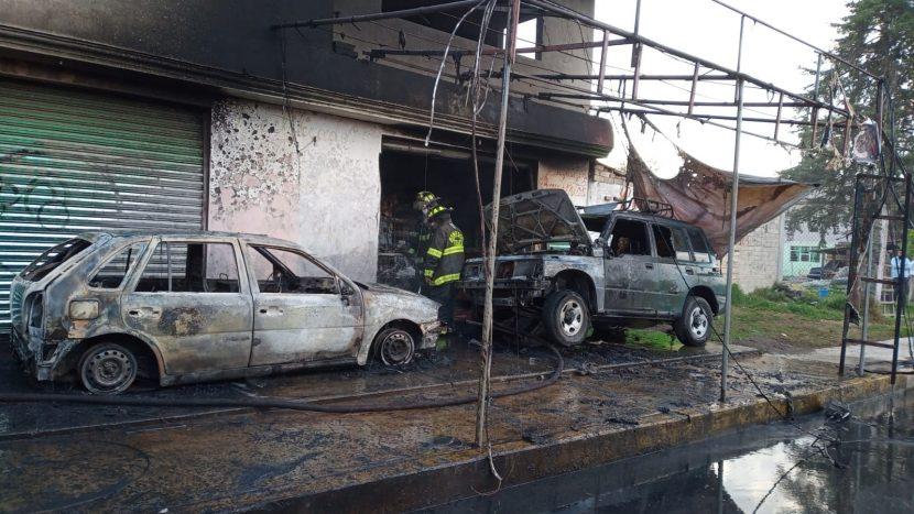 FLAMAZO DE PIPA QUEMA 2 NEGOCIOS Y 2 AUTOMÓVILES EN TOLUCA