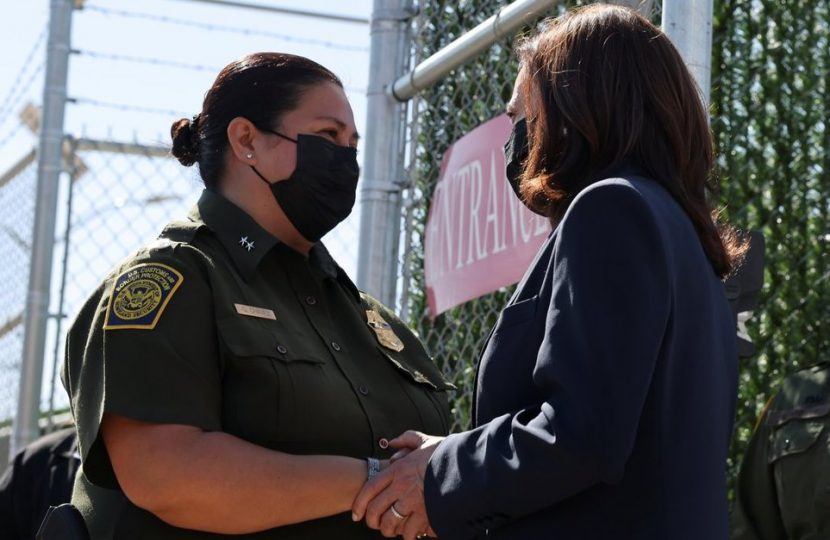 KAMALA HARRIS VISITÓ LA FRONTERA CON MÉXICO