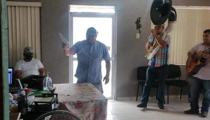 CANTADO ¡¡NI QUE ESTUVIERAS TAN BUENA!!, ASÍ CELEBRÓ SU DIVORCIO