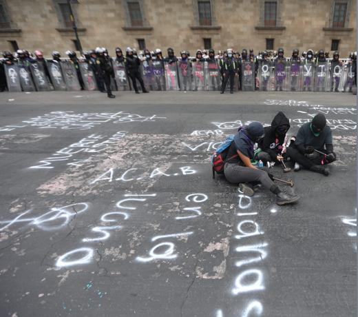 COLECTIVOS PROTESTAN POR FEMINICIDIO DE MAESTRA