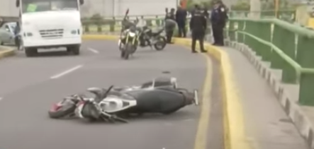 MUERE MOTOCICLISTA EN TLALNEPANTLA AL CAER DE PUENTE