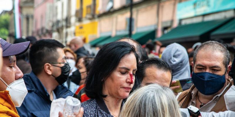 LA ALCALDESA ELECTA LÍA LIMÓN ES AGREDIDA FRENTE AL CONGRESO