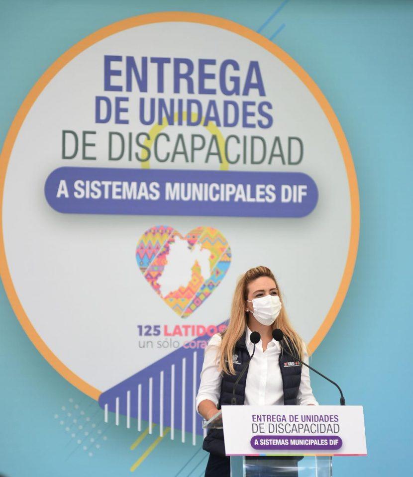 ENTREGA FERNANDA CASTILLO DE DEL MAZO 70 UNIDADES MÓVILES