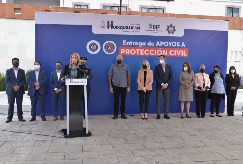 ENTREGA HUIXQUILUCANEQUIPO DE PROTECCIÓN CIVIL