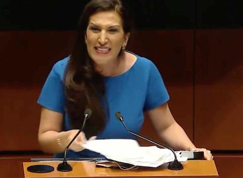 KENIA LÓPEZ REGALA DETECTOR DE MENTIRAS A TITULAR DE SEGOB