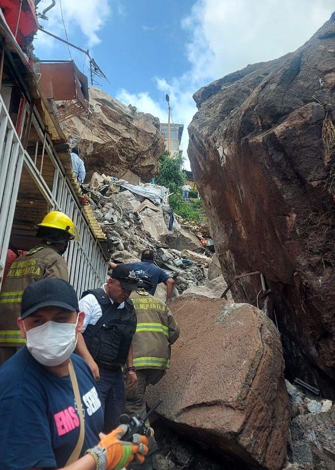 ATIENDEN CUERPOS DE EMERGENCIA DERRUMBE DEL CERRO DEL CHIQUIHUITE