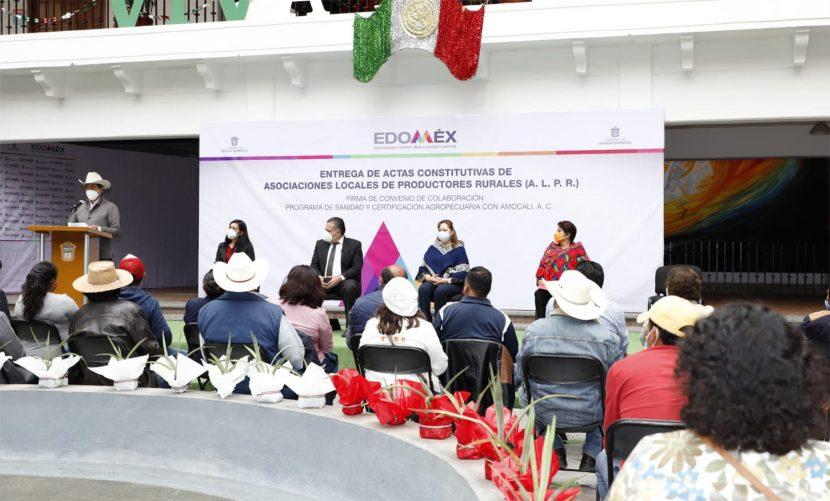 ENTREGAN ACTAS CONSTITUTIVAS A PRODUCTORES RURALES