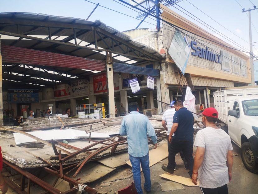 Colapsa estructura de negocio y muere uno en Ecatepec