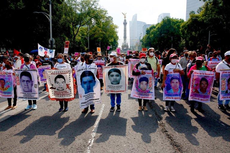 POLICÍAS RECIBIERON ÓRDENES DE «EL GIL» PARA ENTREGAR A LOS  NORMALISTAS DE AYOTZINAPA