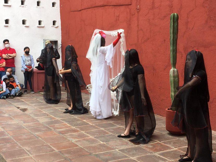 RECORREN TRES CATRINAS EL CENTRO CULTURAL MEXIQUENSE EN TOLUCA